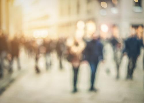 Bei aller Individualität ist es jetzt Zeit für ein neues Wir. Danach sehnen wir uns alle. Wie das geht? Indem wir unsere Individualität fühlen und leben, sie aber auch dem anderen zugestehen, ihn sogar dazu ermutigen und den Raum dafür schenken.