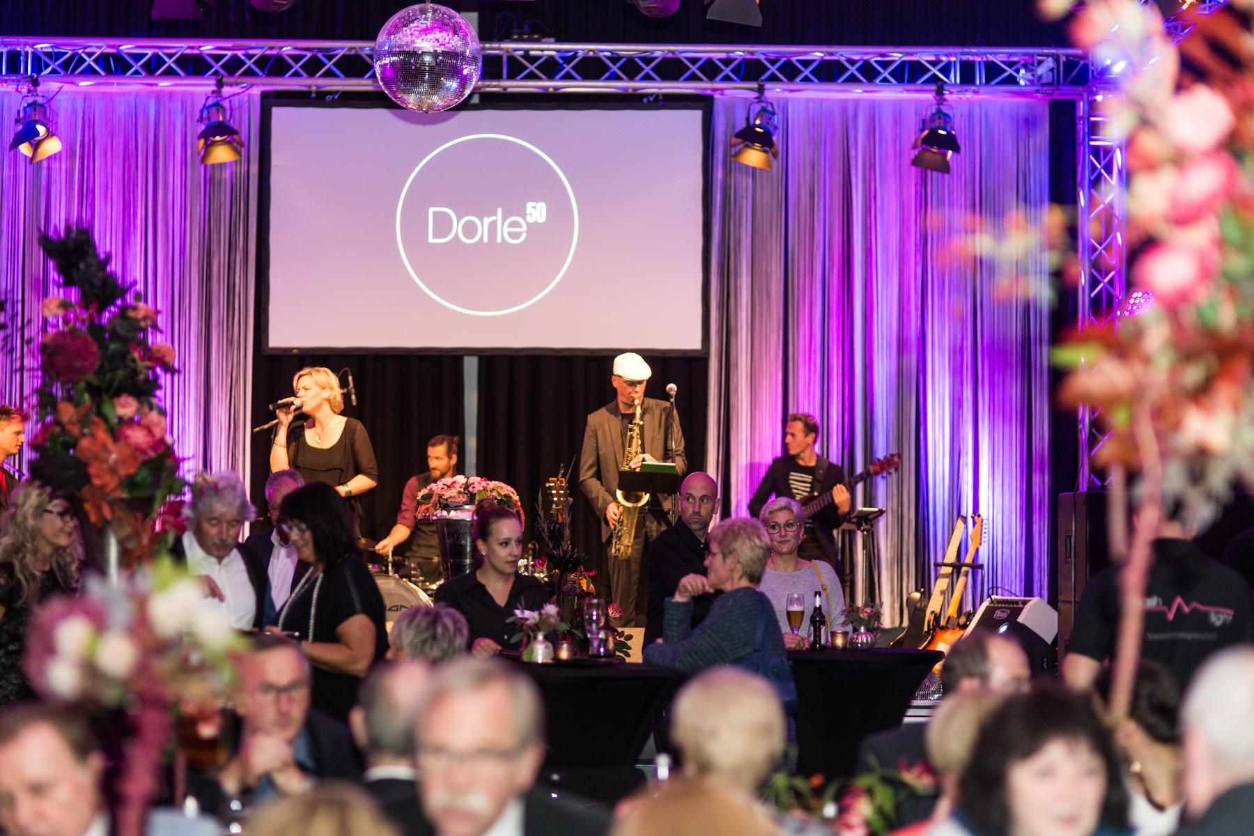 Partyband 'the flow' mit Sängerin Annika Klar und Sänger bei Privatfeier