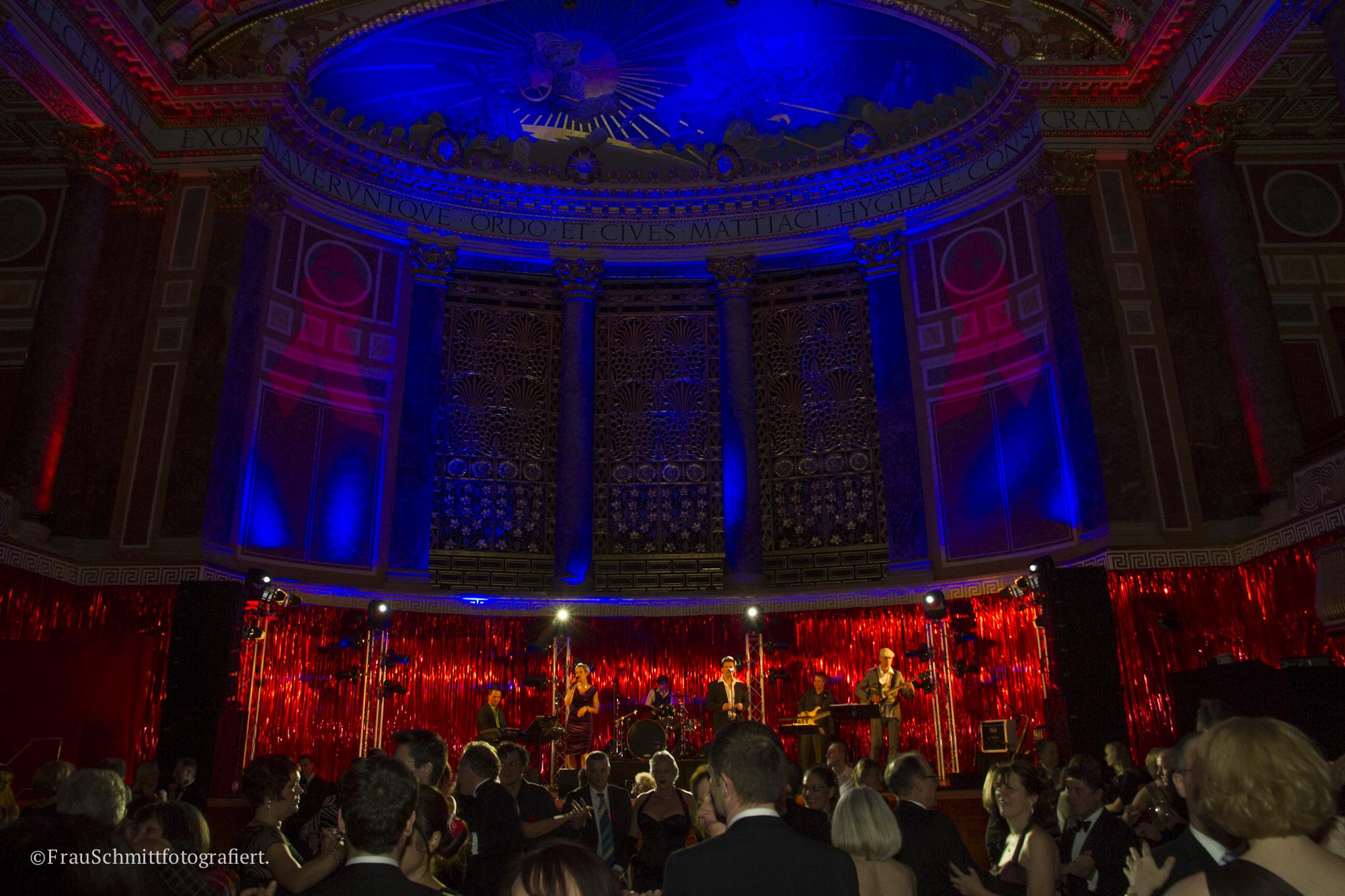 Partyband 'the flow' mit Sänger im Kurhaus Wiesbaden, Ball der Aidshilfe