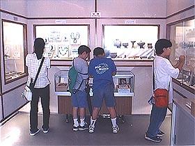 歴史勉強をする大阪市立真田山小学校の 生徒達