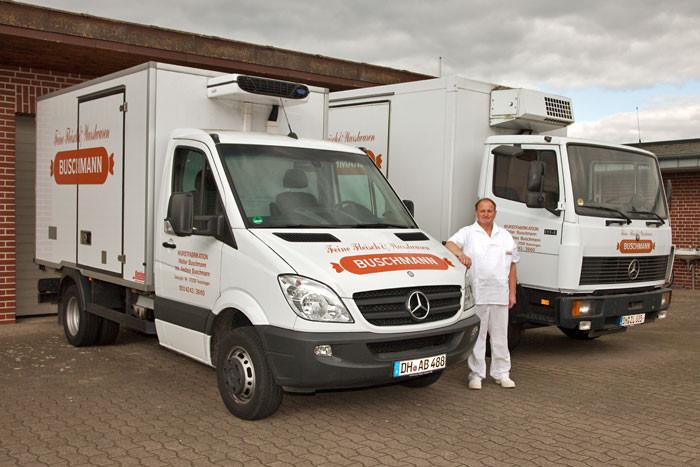 Unser Fahrer Rolf Lüdemann mit unseren Lieferfahrzeugen