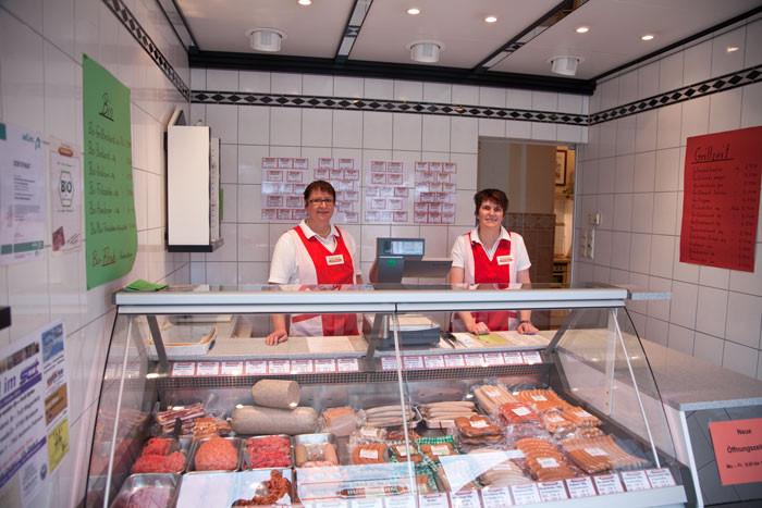 Angelika Buschmann und Mitarbeiterin