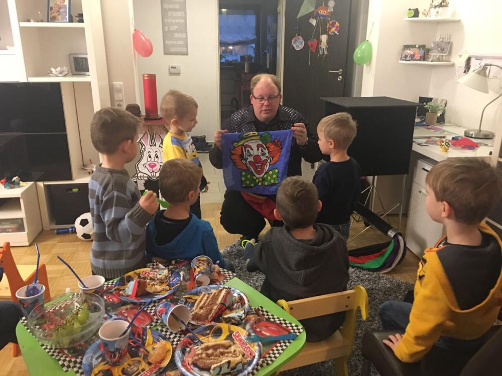 Zaubern auf einem Kindergeburtstag