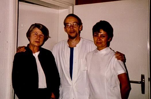 Professor Dr. med. Arne Andreas Kollwitz mit Frau Döpping und Frau Clausen.
