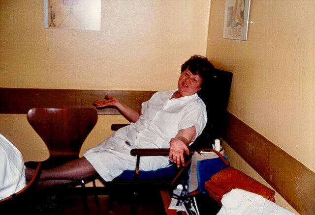 Meine liebe Wally, Schwester Waltraud - nach der Visite völlig erschöpft!