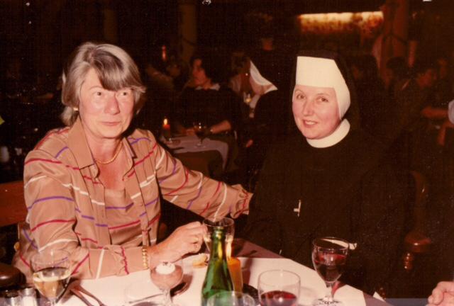 Frau Döpping, Kollwitz' Sekretärin, und die Ehrwürdige Schwester Konradine