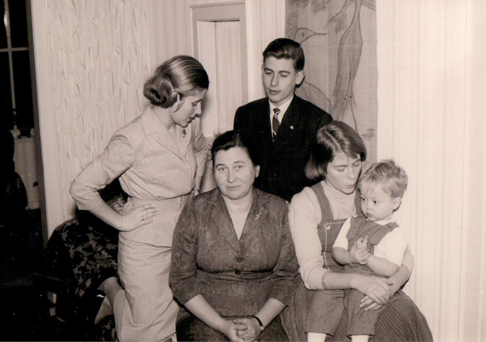 Oma Irmgard und ihre Kinder Karen, Uwe, Anke. Ach ja, und ich! Einziger Enkel!