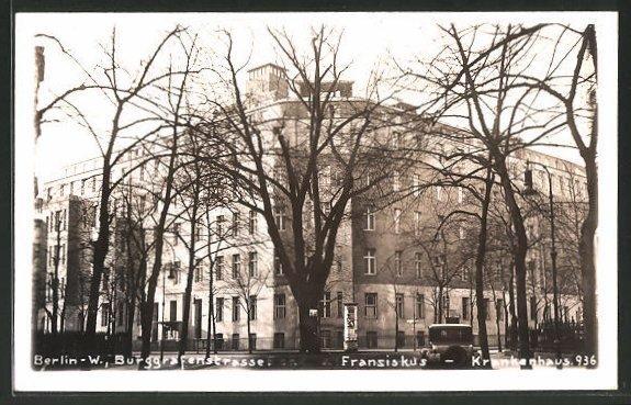 Das alte Franziskus-Krankenhaus in der Burggrafenstraße. Es wurde erweitert, der Eingang ist jetzt Budapester Straße.