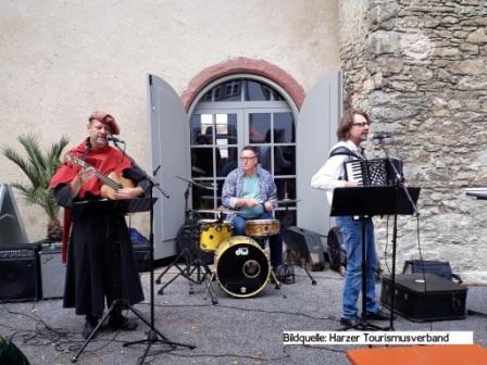 Typisch Harz Markt Harzgerode- die Liveband Muenzenberger Musikanten