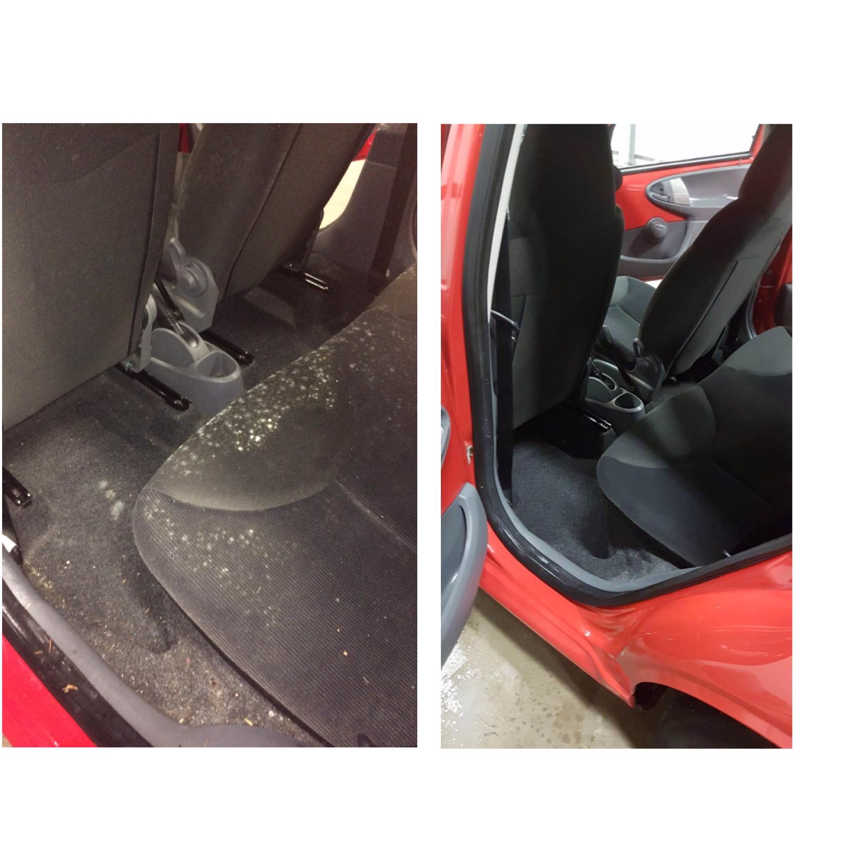 Op de linker foto ziet u het interieur van een auto die te maken heeft gehad met vocht. Na flink poetsen ziet u op de rechter foto het resultaat.