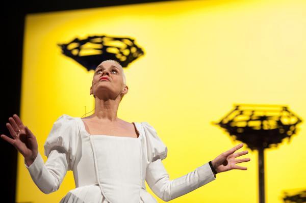 Greetje als de Koningin van de Nacht in een Belgishe opera voor kinderen, gebaseerd op Mozart's 'die Zauberflöte'.