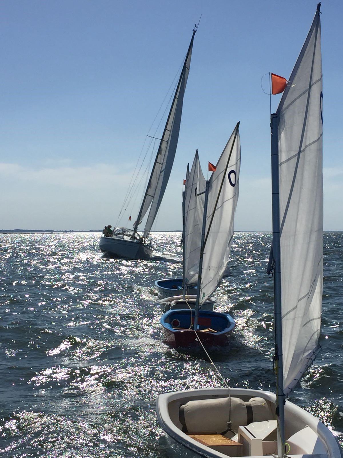 """Vereinsboot """"Fregatte"""" schleppt die Optis aus Lubmin zurück"""