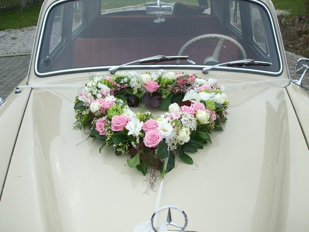 Der schönste Tag im Leben, natürlich mit Blumen ...