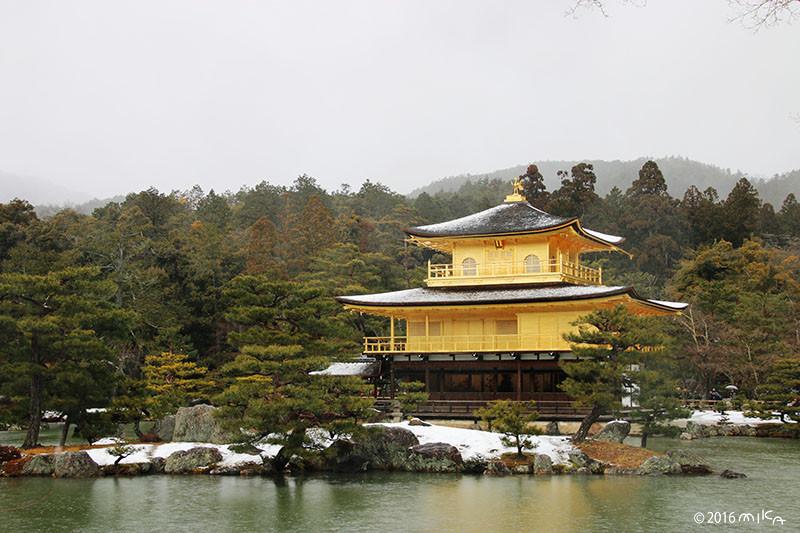 雪の金閣寺(2016年1月20日/はじめて雪が積もった日)雪から雨に