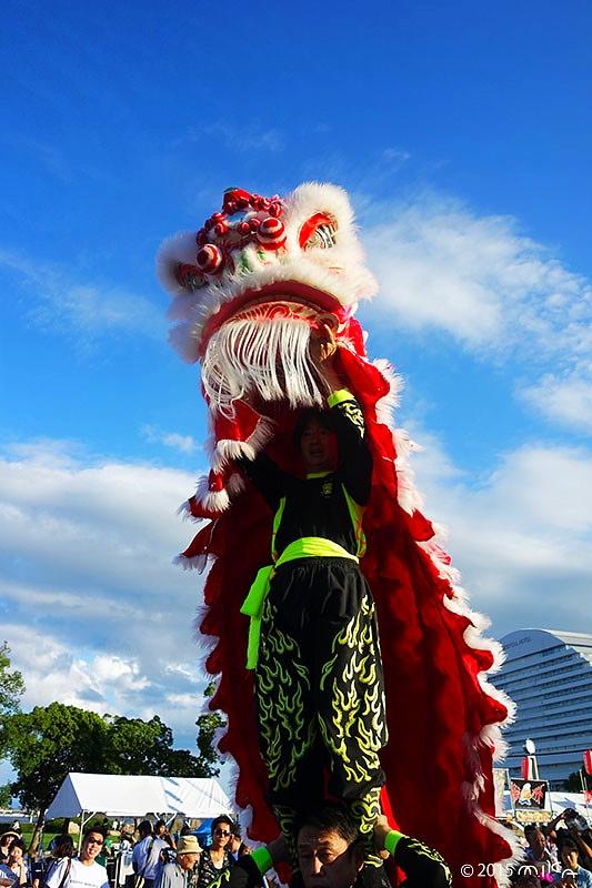 中国獅子舞(ロンロン赤)こうべ海の盆踊り(2015年8月23日)より