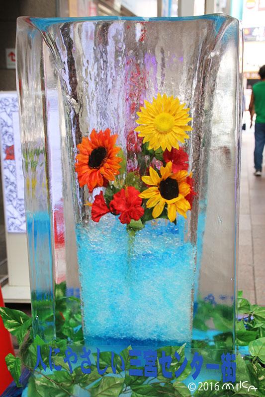 ひまわりの氷柱のオブジェ(三宮センター街/2016年)