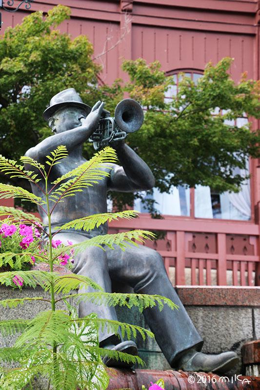 トランペットの像(北野町広場)