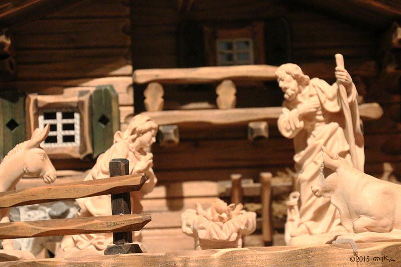 クリスマス人形「キリスト降誕」ドイツ(国立民族学博物館所蔵)