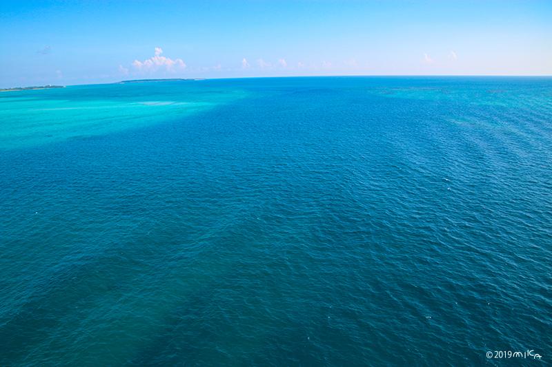 青く広がる海