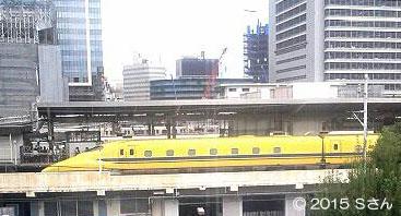 名古屋駅を走るドクターイエロー(愛知県Sさん/2015年)