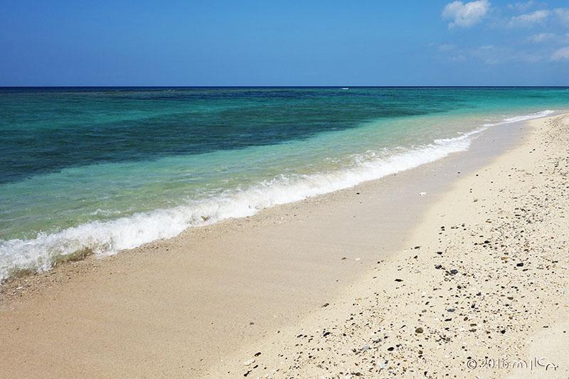 白い砂浜(沖縄県北部)