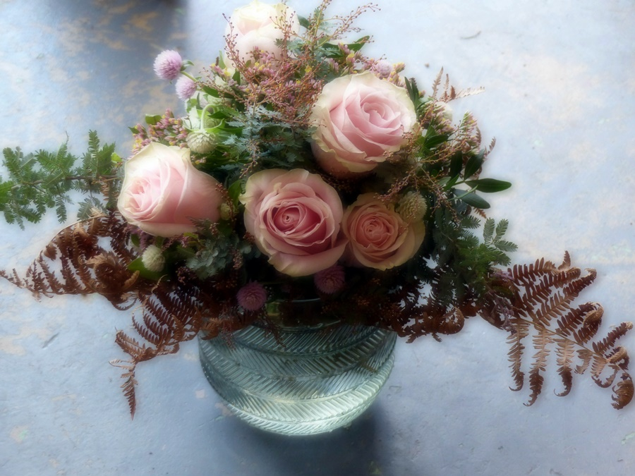 """Bouquet """"Mon amie la rose""""  30€  (vase en supplément)"""