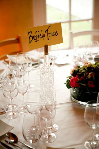 Table dans les vignobles