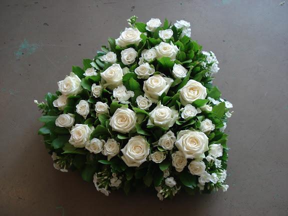 Cœur de fleurs blanches 180 €