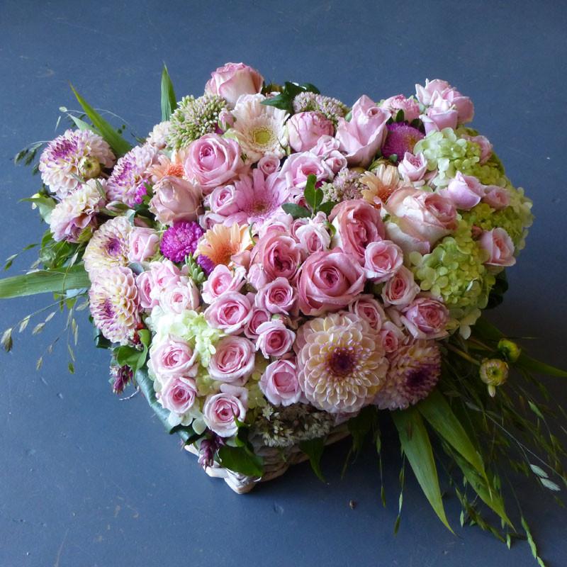 Cœur de fleurs pastel à partir de 120€