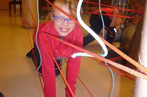 Vorsichtig durch das Spinnennetz.