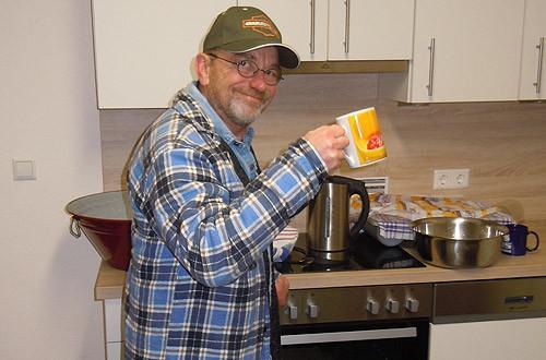 Küchenfee Günter hat jede Menge Krapfen gebacken.