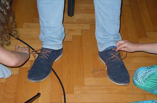 Schuhe Binden mit nur einer Hand