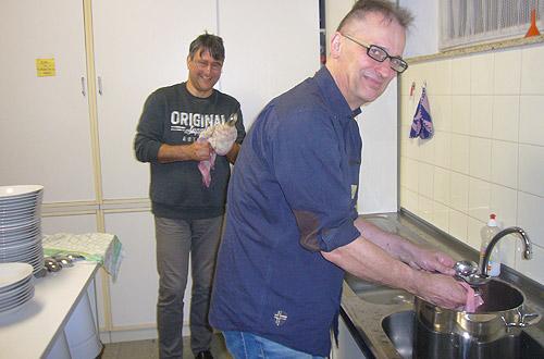 Unsere Küchenfee Klaus mit Helfer Markus.