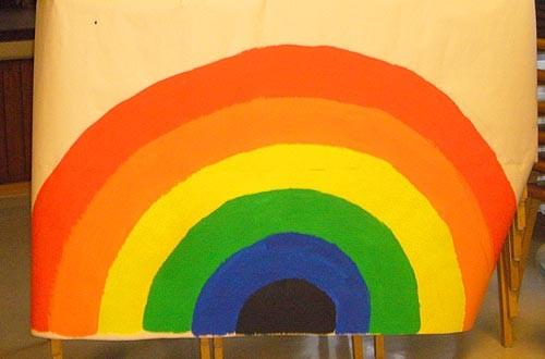 Am Ende erscheint der Regenbogen.