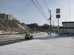 現地は雪道。交通は混乱していました。