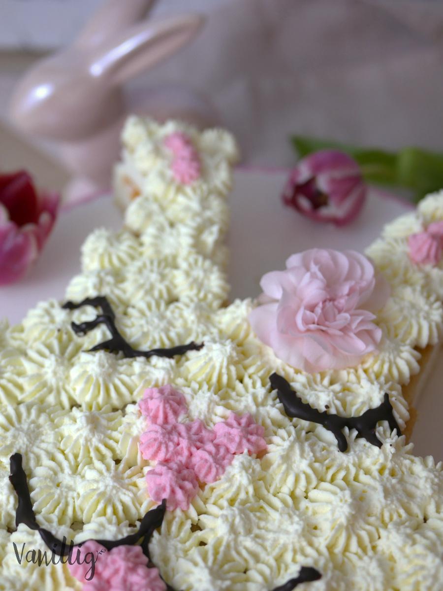 Blechkuchen wird zu einer Festtorte zu Ostern