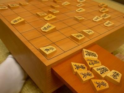 頂いた将棋盤です。ありがとうございます。