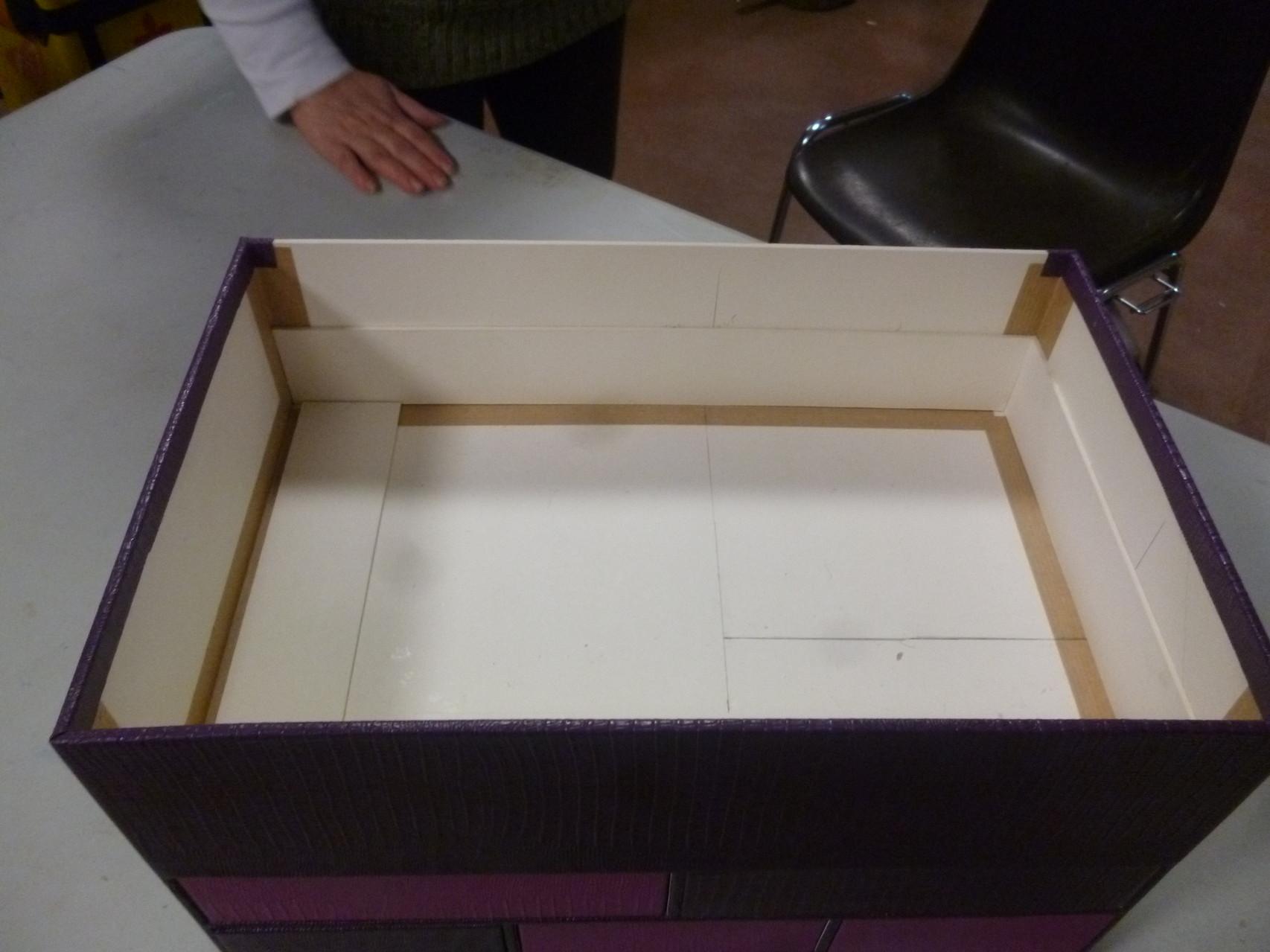 intérieur de la boite de annie