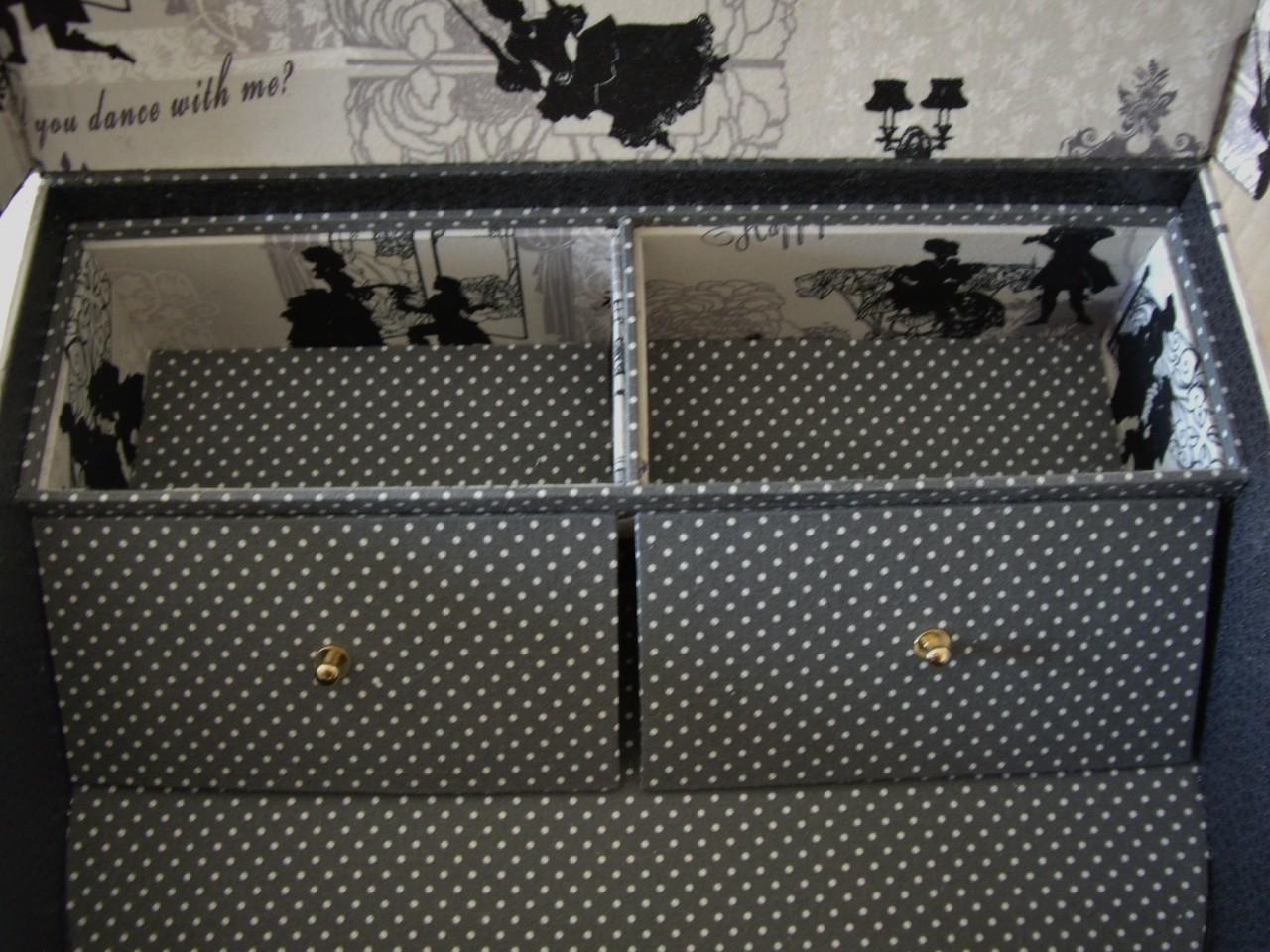 petit tiroir intérieur de la valisette