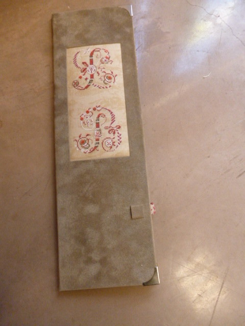 porte créarègle de lylianne broderie sur le dessus