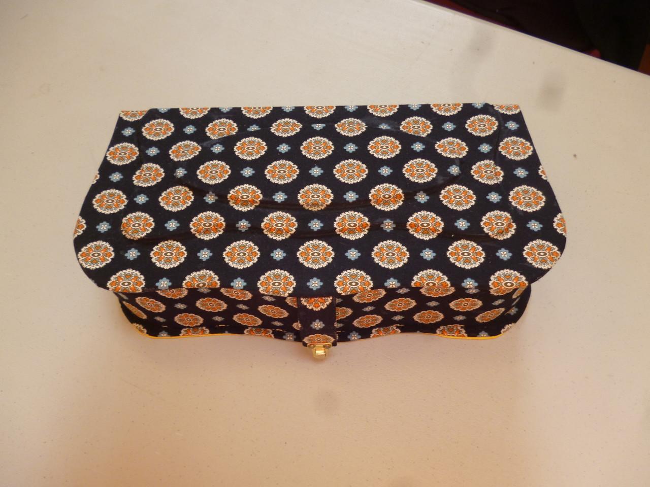 tissu sur la boite de hatsumi