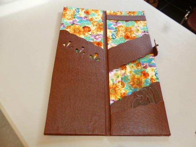 porte pochette de hatsumi