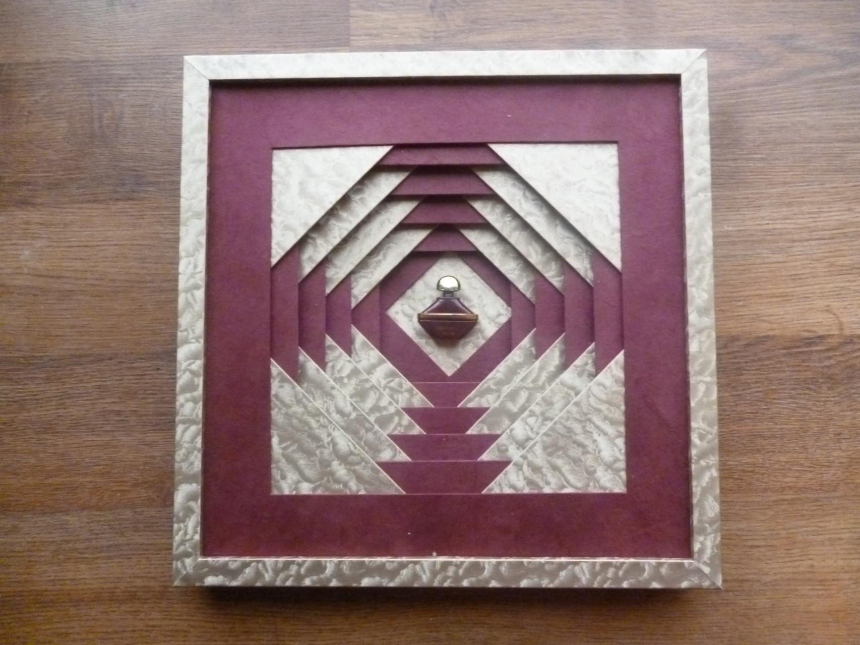 pp ananas de marlène avec baguette recouverte de papier de l'intérieur du cadre