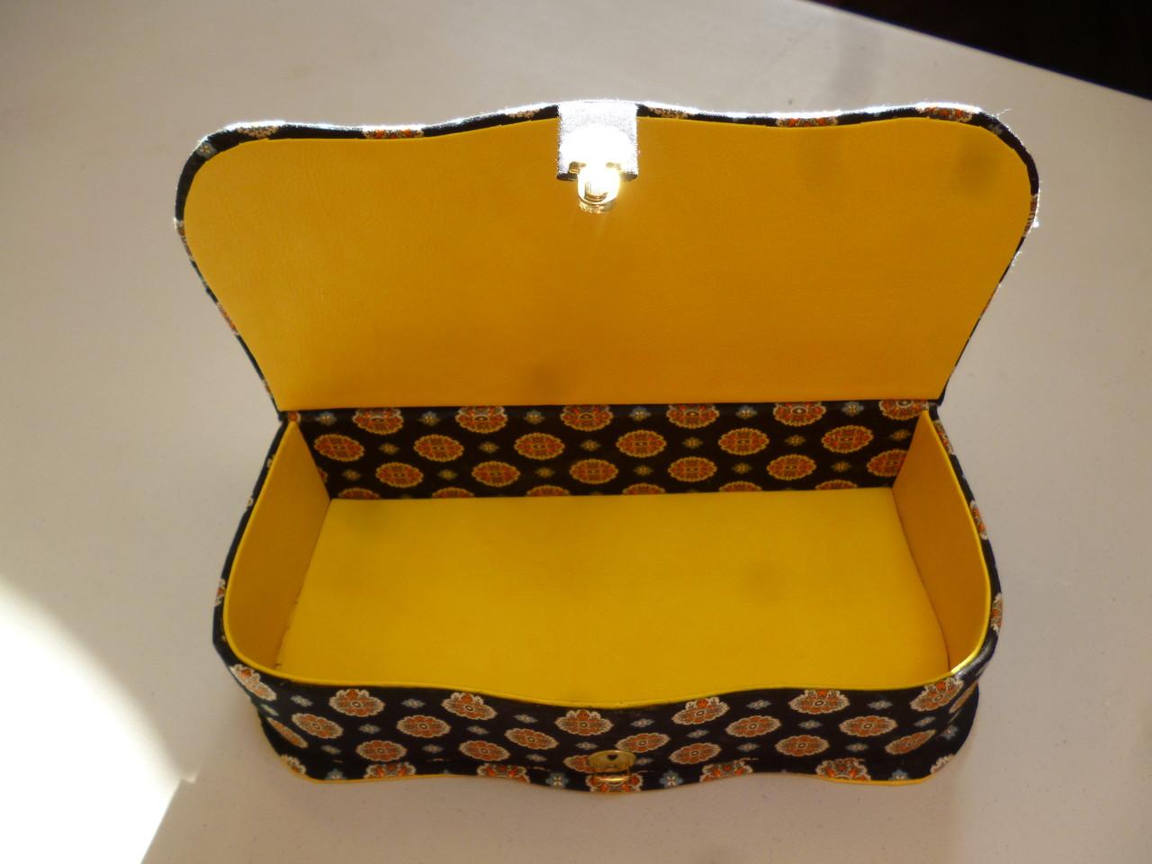 boite ouverte de hatsumi couleur soleil