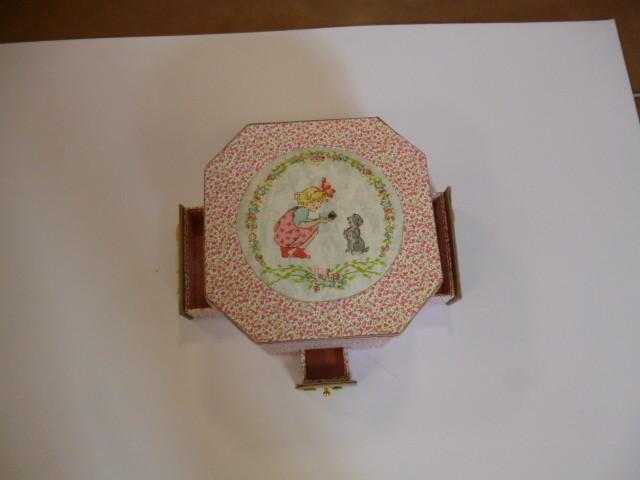 boite à couture de lylianne broderie sur le dessus