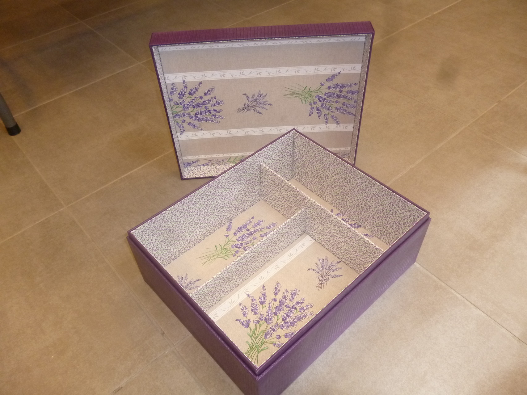 intérieur de la boite de dominique pour les cartes souvenirs