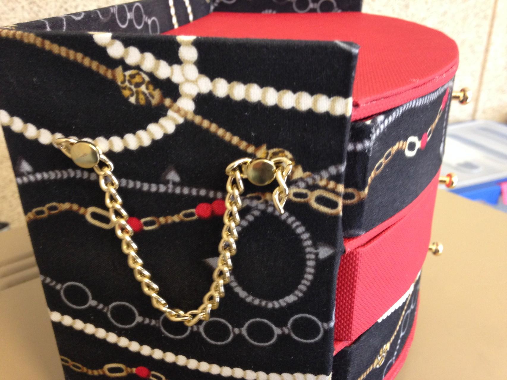 boite bijoux avec petites chaines