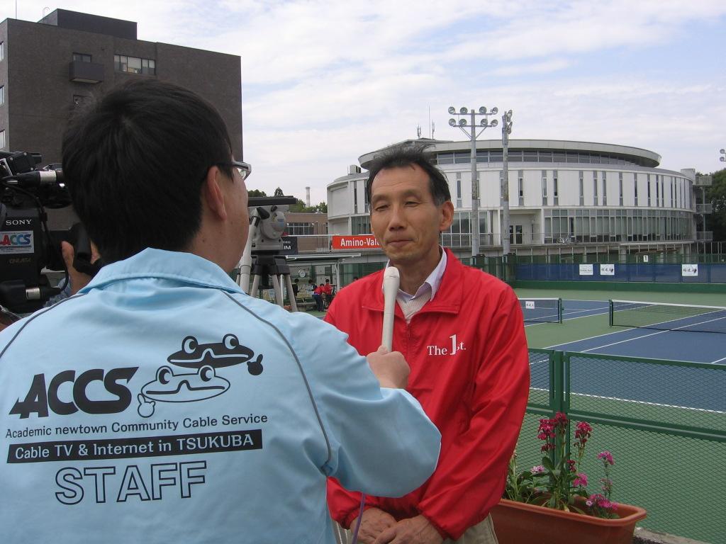 ACCSつくばケーブルテレビから取材を受ける山田大会実行委員長