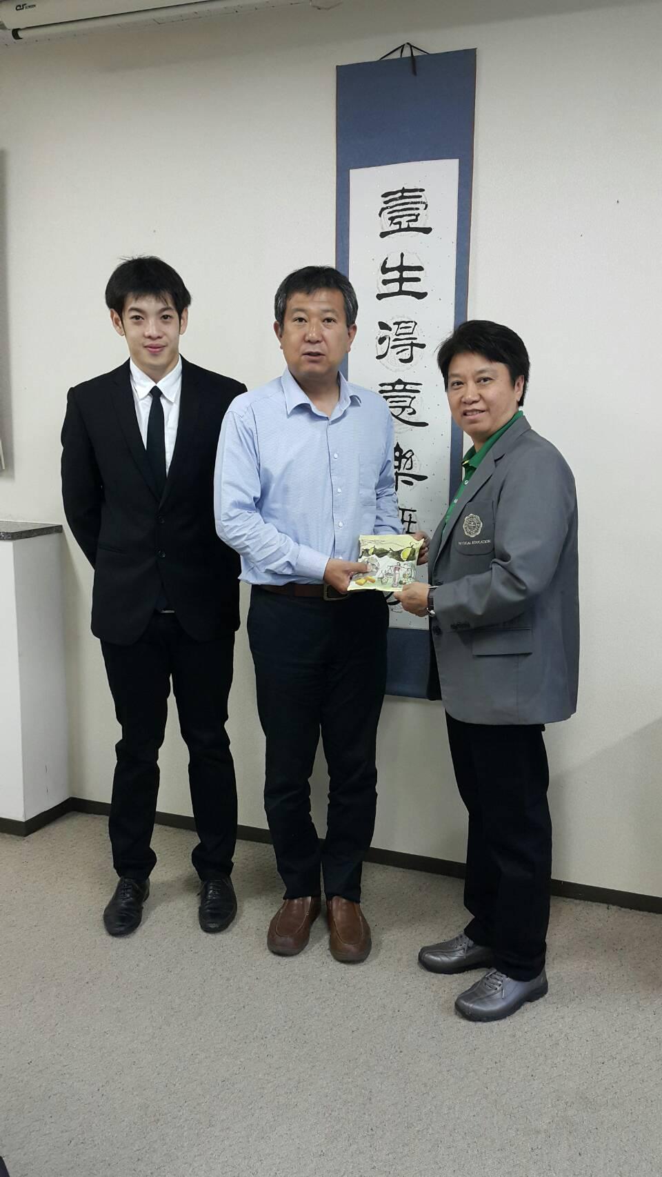 中山雅雄准教授とスプラニー体育学部長