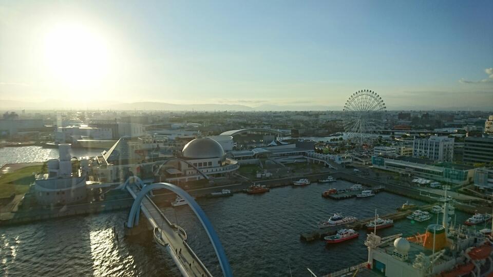 TOP画像 : ポートビルから見る夕方の名古屋港